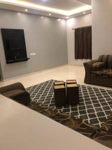 Uma TV ou centro de entretenimento em الخليج للوحدات السكنية للعائلات فقط
