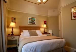 A bed or beds in a room at Cornell Hotel de France
