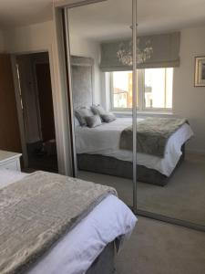 A bed or beds in a room at Cardiff Premier Apartments
