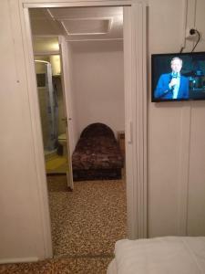 TV a/nebo společenská místnost v ubytování Tulipan Bungalow Camping Resort