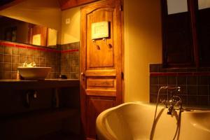 A bathroom at cool la source