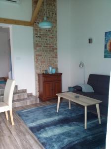 A seating area at Duna Apartman