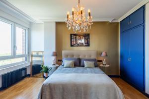 Un ou plusieurs lits dans un hébergement de l'établissement Skyline Retiro Park Madrid 19th floor