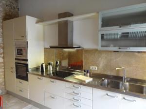 Küche/Küchenzeile in der Unterkunft Esglesia 10