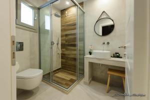 A bathroom at Alfa Hotel