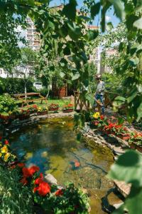 A garden outside Apartment Poznyaky-Bazhana