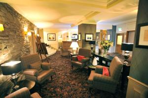 The lounge or bar area at Golden Lion Hotel