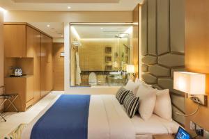 Postel nebo postele na pokoji v ubytování Royal Central Hotel The Palm