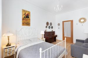 Кровать или кровати в номере GorodRek near Kazan Cathedral