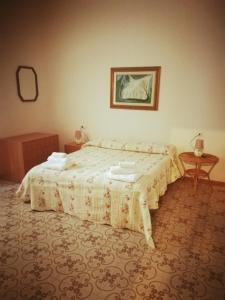 A bed or beds in a room at Pousada Linda Castellabate