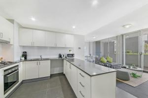 A kitchen or kitchenette at SouthWest LIVERPOOL Area 3 BED APT NWF003
