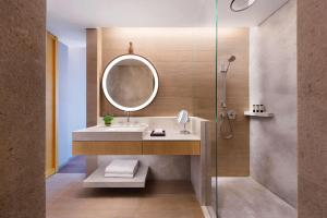 A bathroom at Andaz Singapore – A Concept by Hyatt (SG Clean)