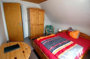 Ein Bett oder Betten in einem Zimmer der Unterkunft Wiedaer Hütte