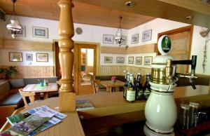 Ein Restaurant oder anderes Speiselokal in der Unterkunft Wiedaer Hütte