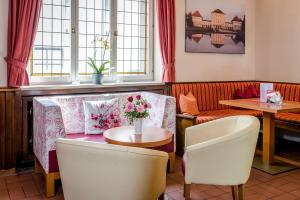 A restaurant or other place to eat at Laimer Hof am Schloss Nymphenburg