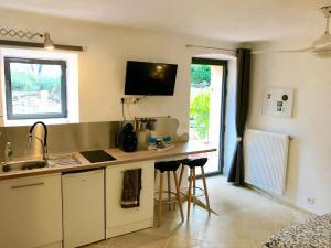 A kitchen or kitchenette at Mas Misajail