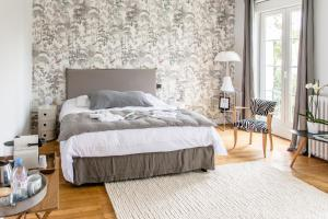 A bed or beds in a room at L'esprit du 8