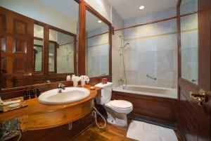 A bathroom at The Hotel @ Tharabar Gate