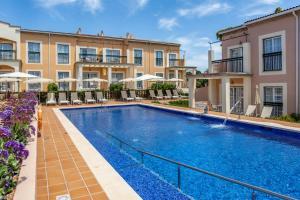 Het zwembad bij of vlak bij Zafiro Menorca