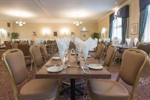 A restaurant or other place to eat at Ben Nevis Hotel & Leisure Club