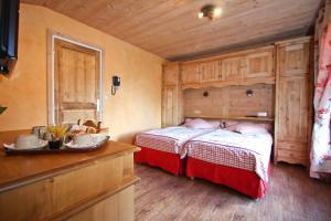 Postel nebo postele na pokoji v ubytování Alpen Roc