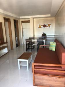Uma área de estar em Fortaleza Flat Residence