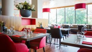 Een restaurant of ander eetgelegenheid bij Bastion Hotel Amsterdam Amstel
