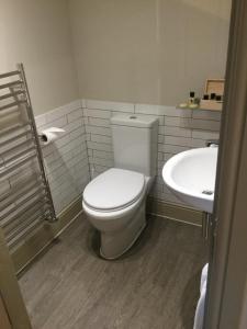 A bathroom at The Sail Loft