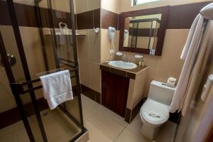 A bathroom at Hotel Arenas en Punta Leona