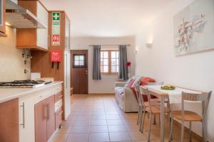 Una cocina o zona de cocina en Casinha D'Avó Guesthouse