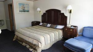 A bed or beds in a room at Harbor Base Inn