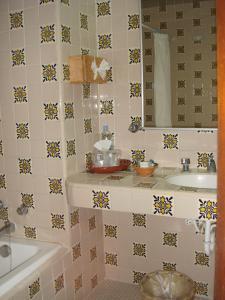 A bathroom at Rancho Hotel Atascadero