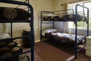 A bunk bed or bunk beds in a room at Mountain View Holiday Retreat