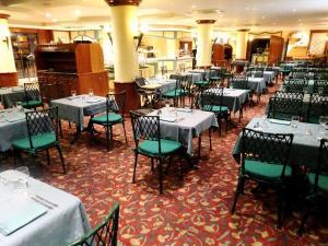 Un restaurante o sitio para comer en Mercure Andorra
