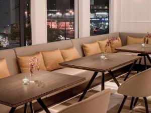 A seating area at Hilton Osaka Hotel