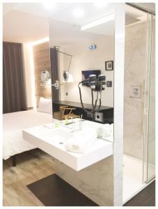 A bathroom at Best Western Plus Hotel Alfa Aeropuerto