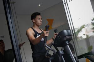 The fitness centre and/or fitness facilities at BATIQA Hotel Palembang