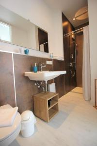 A bathroom at Aparthotel Gartenstadt