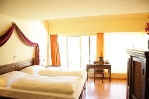 Ein Bett oder Betten in einem Zimmer der Unterkunft La Lagune Rive Bleue