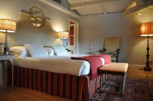 A bed or beds in a room at Antica Torre Di Via Tornabuoni 1