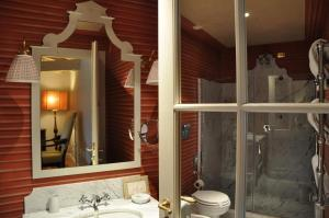 A bathroom at Antica Torre Di Via Tornabuoni 1