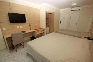 A bed or beds in a room at Hotel Jangadeiro
