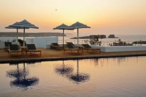 A piscina localizada em Memmo Baleeira - Design Hotels ou nos arredores