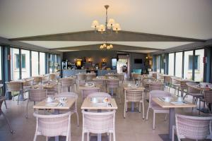 A restaurant or other place to eat at Relais Amadourien