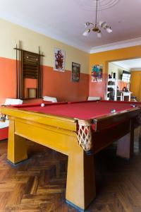 A pool table at Friendly AQP Hostel