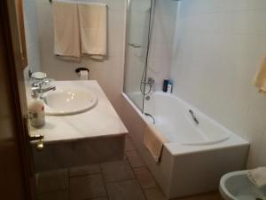 A bathroom at Son Set Villa