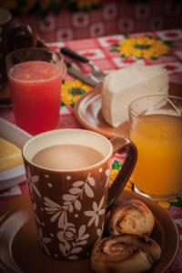 Opções de café da manhã disponíveis para hóspedes em Chalés Pedra do Baú