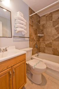 A bathroom at Riviera Inn