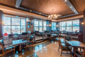 A restaurant or other place to eat at Grand Hill Hotel Ulaanbaatar