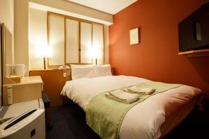 A bed or beds in a room at Fukuoka Floral Inn Nishinakasu